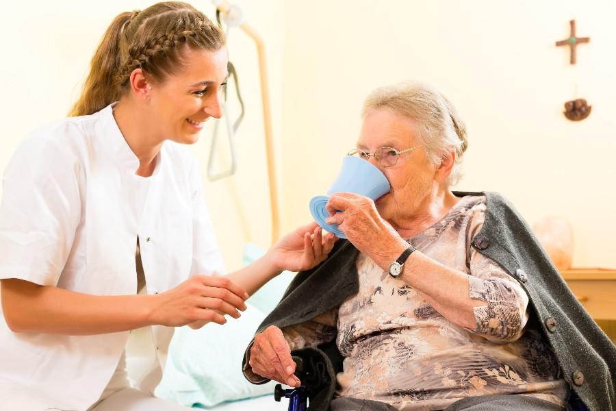 Særlige vilkår til voksne elever i ældreplejen