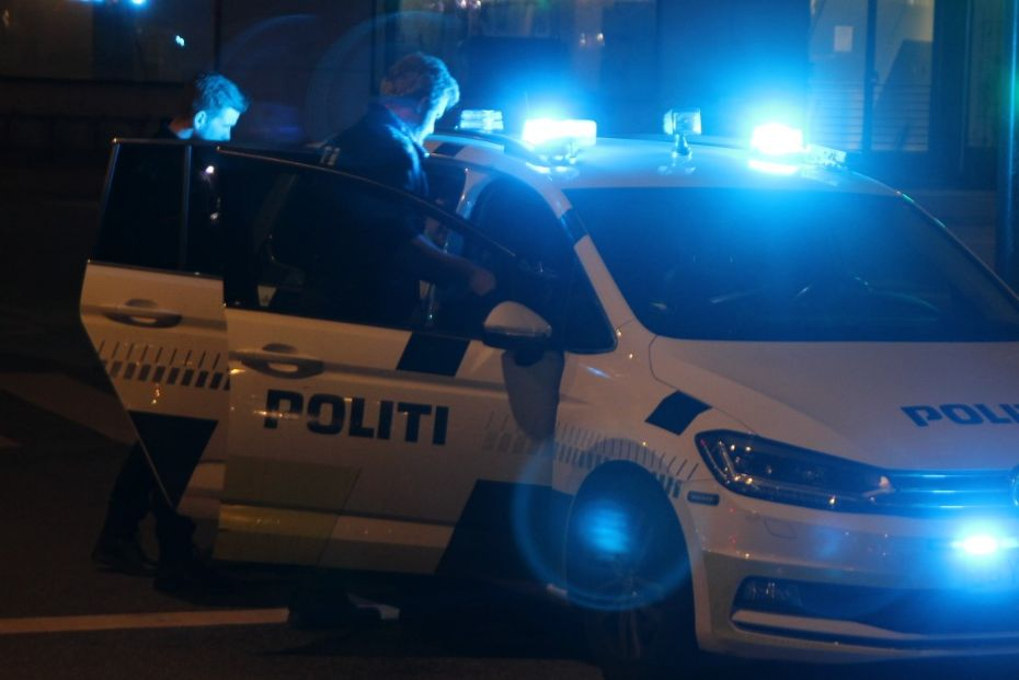 Påvirket mand uden kørekort kørte i lånt bil