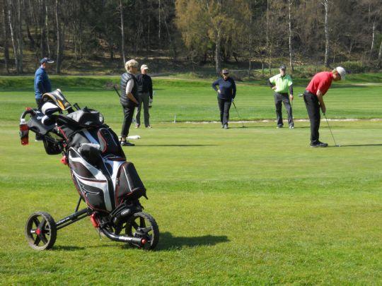 Golfspillere skaffede 11.000 til børn med kræft