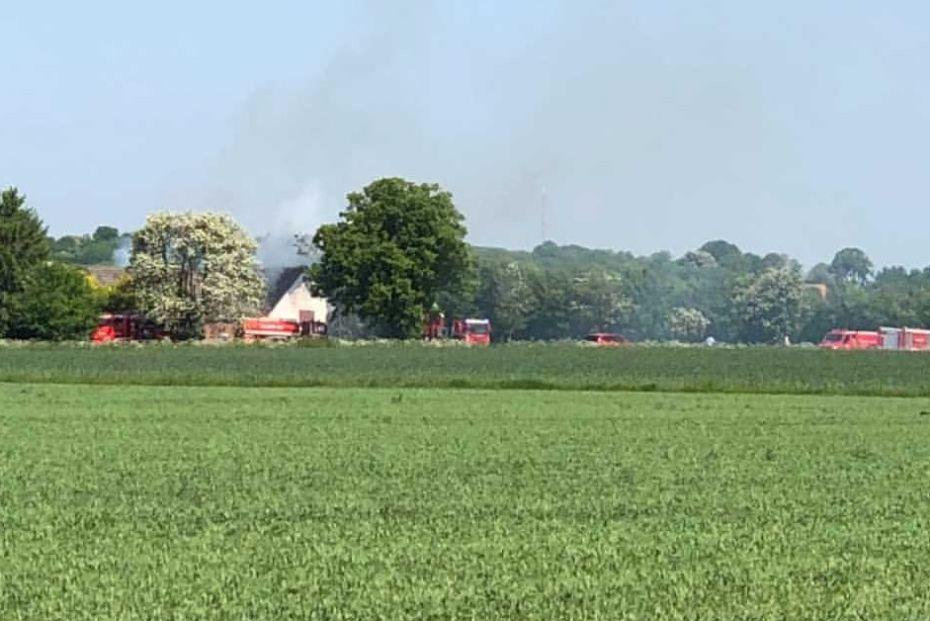 Brand i to længer på gård i Aakirkeby