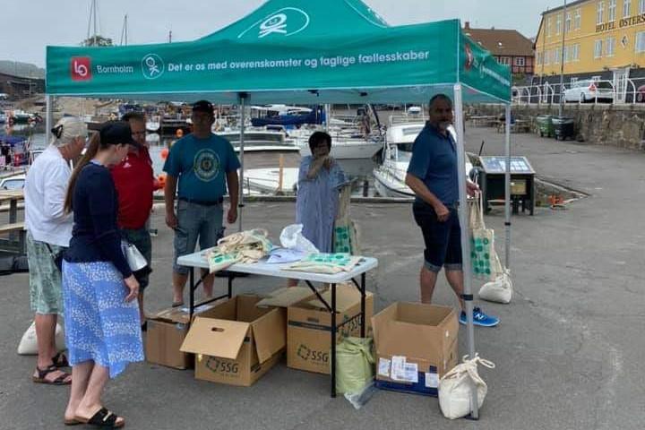 Fagbevægelsen uddeler strandposer