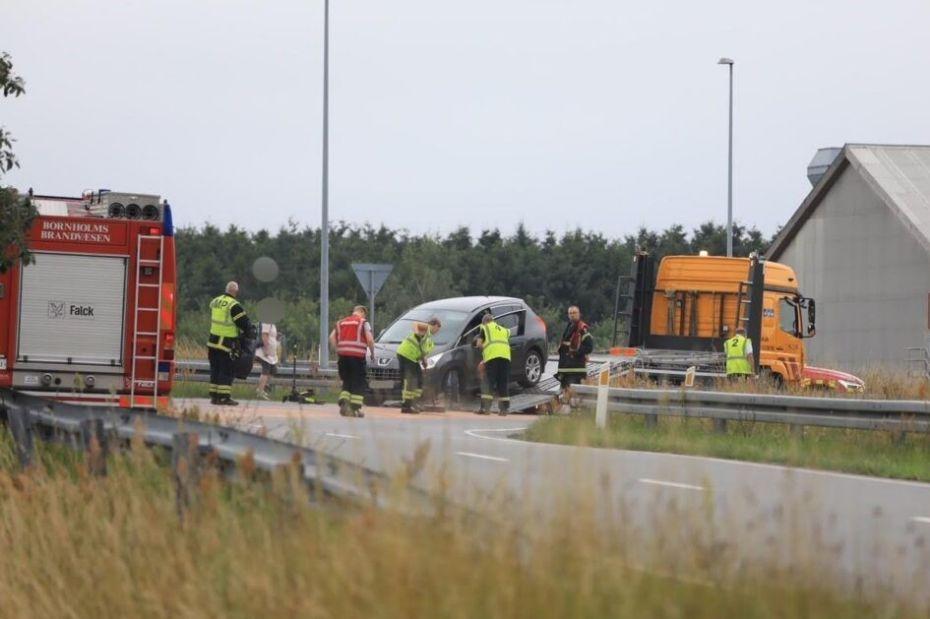 Bil lækkede olie på vejbanen