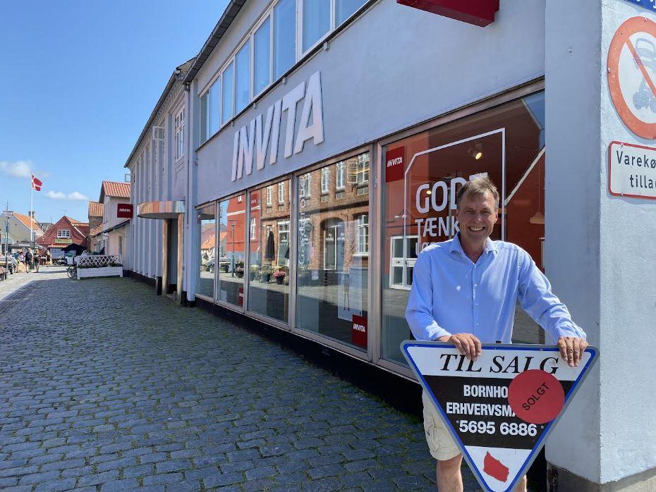 Markant ejendom midt i Aakirkeby solgt