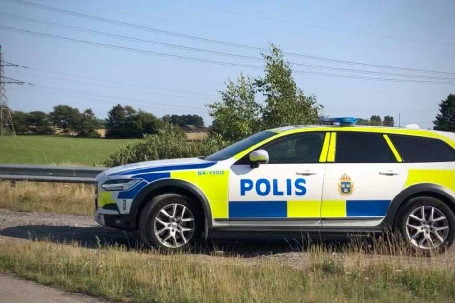 Svensk politi patruljerer på stenkastrute