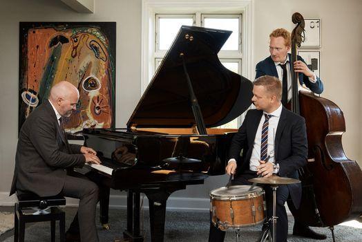 Jazzens Danske Jetfly lander i Svaneke