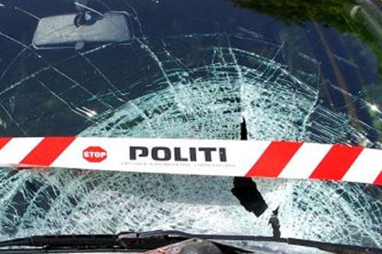 Autocamper påkørte svingende bil