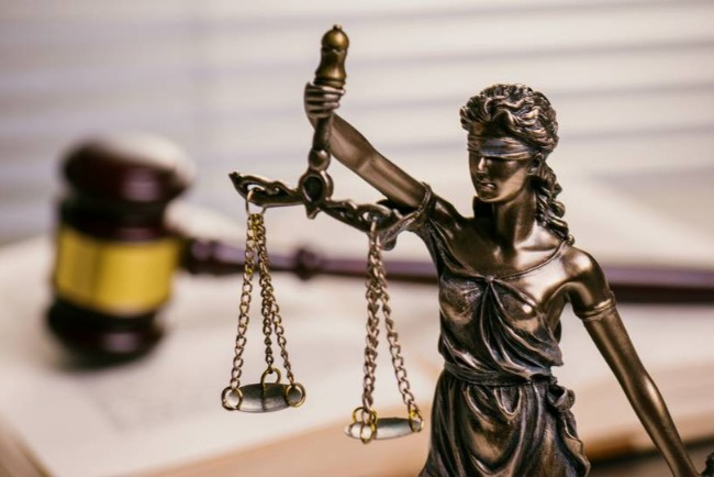 19-årig mand dømt for vold mod kvinde