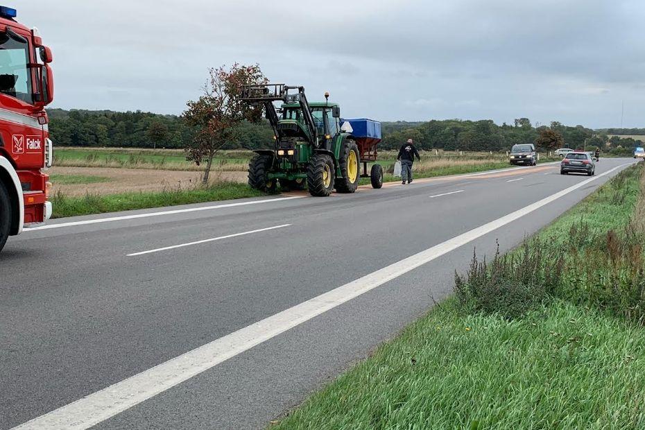 Traktor spildte olie i Knudsker