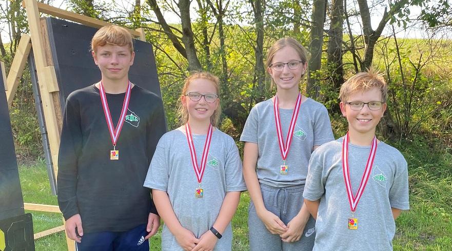 Unge bueskytter hjem med medaljer